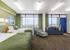 纳格斯赫德海滩旅程住宿酒店 - 斩魔山 - 睡房