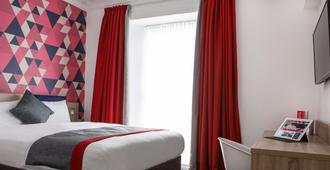 爱丁堡城市酒店 - 爱丁堡 - 睡房