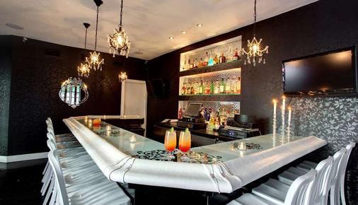 多切斯特套房酒店 - 迈阿密海滩 - 酒吧