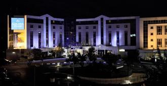黄郁锦香巴黎戴高乐机场维勒班酒店 - 鲁瓦西昂法兰西 - 建筑