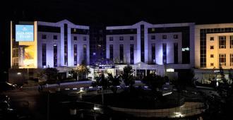 巴黎戴高乐机场-维勒班特金色郁金香酒店 - 鲁瓦西昂法兰西