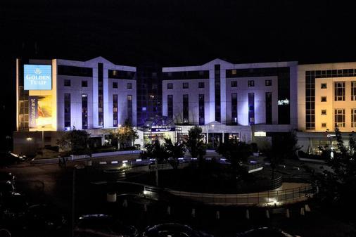 巴黎戴高乐机场-维勒班特金色郁金香酒店 - 鲁瓦西昂法兰西 - 建筑