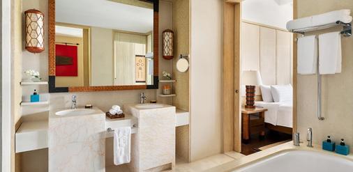 香格里拉长滩岛度假酒店 - 长滩岛 - 浴室