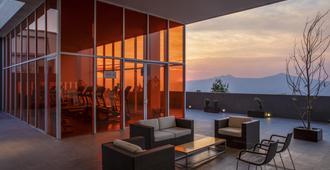莫雷利亚阿托萨诺庆祝旅馆 - 莫雷利亚 - 阳台