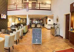 帕克丽晶酒店和会议中心-BW高级典藏 - 布卢明顿 - 大厅