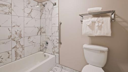 西佳灯塔套房酒店 - 欧申肖尔斯 - 浴室