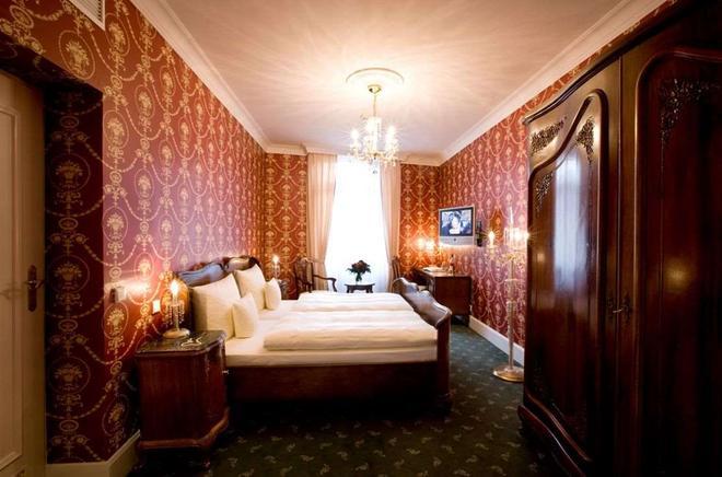 佐姆黑斯彻翰里欧帕克拜德酒店 - 巴登-巴登 - 睡房