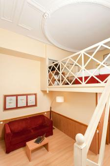 贝斯特韦斯特隆赛雷剧院酒店 - 巴黎 - 客厅