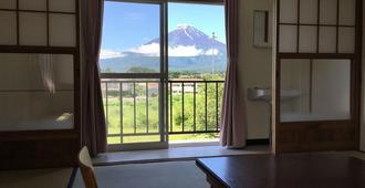 Fbh Fuji Backpackers Hostel - 富士河口湖 - 阳台