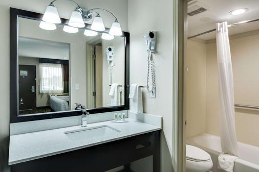 雅典大学区品质套房酒店 - 阿森斯 - 浴室
