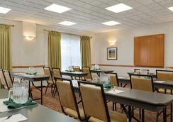 卡尔加里机场丽怡酒店 - 卡尔加里 - 餐馆