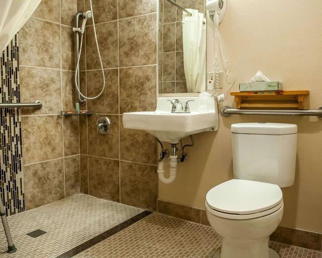 伊康套房旅馆 - 圣达菲 - 浴室