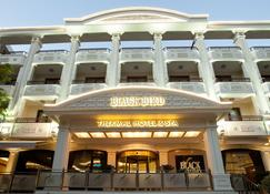 黑鸟Spa酒店 - 特马尔 - 建筑