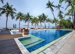 拉玛卡迪达萨度假酒店 - 曼吉斯 - 游泳池