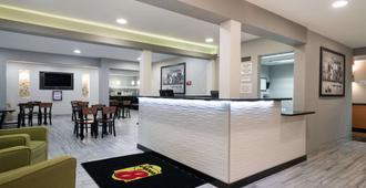 罗切斯特梅奥诊所区速8酒店 - 罗切斯特 - 柜台