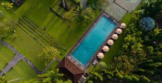 巴厘岛乌布塔娜伽嘉祺邸度假会所酒店 - 乌布 - 游泳池