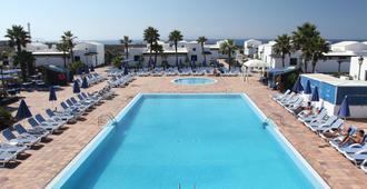 维克珊瑚海滩酒店 - 普拉亚布兰卡 - 游泳池