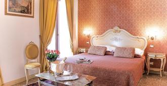 阿帕斯托利皇宫酒店 - 威尼斯 - 睡房