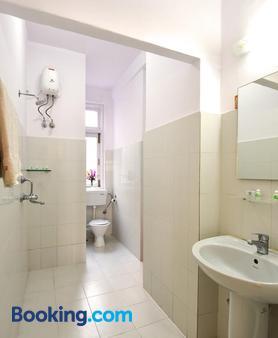 大海绿色酒店 - 孟买 - 浴室