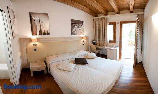 特雷梅尔利海滩酒店 - 的里雅斯特 - 睡房