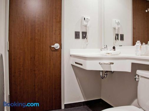 都市快捷托卢卡酒店 - 托卢卡 - 浴室