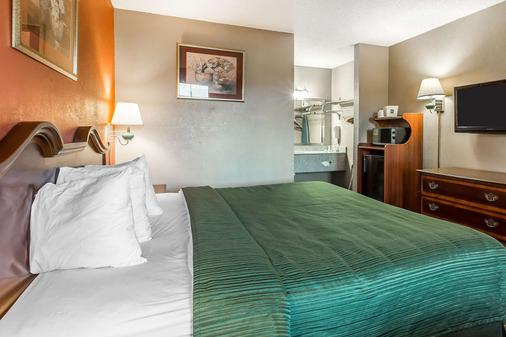 Quality Inn & Suites Macon North - Macon - 睡房