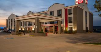 贝斯特韦斯特plus麦梦酒店 - 奥克拉荷马市 - 建筑