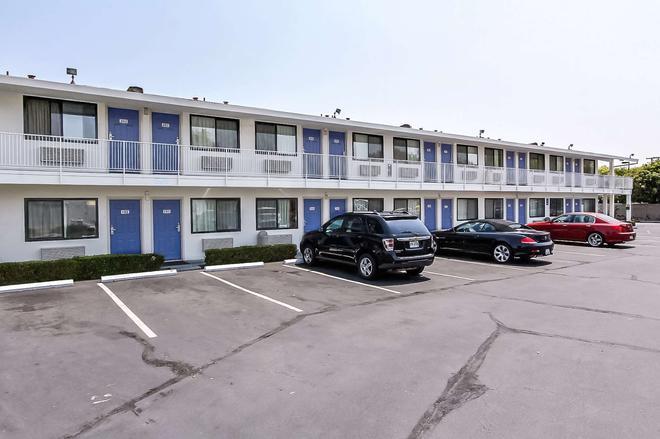 桑尼维尔南6号汽车旅馆 - 森尼维耳市 - 建筑