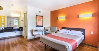 南桑尼维尔6号汽车旅馆 - 森尼维耳市 - 睡房
