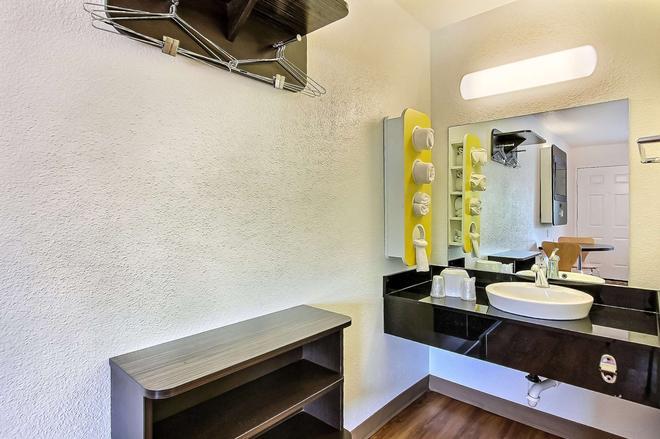桑尼维尔南6号汽车旅馆 - 森尼维耳市 - 浴室
