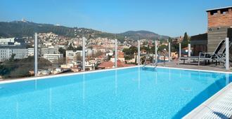 加泰罗尼亚圭尔公园酒店 - 巴塞罗那 - 游泳池