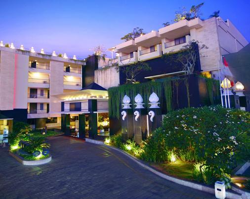 巴厘岛阿斯顿库塔酒店 - 库塔 - 建筑