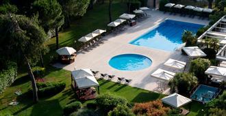 罗马欧洲帕克德伊美第奇假日酒店 - 罗马 - 游泳池