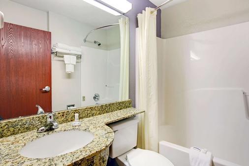 切诺基温德姆麦克罗特客栈&套房酒店 - 切罗基(北卡罗来纳州) - 浴室