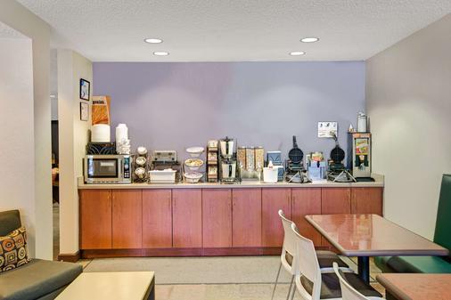 切诺基温德姆麦克罗特客栈&套房酒店 - 切罗基(北卡罗来纳州) - 自助餐