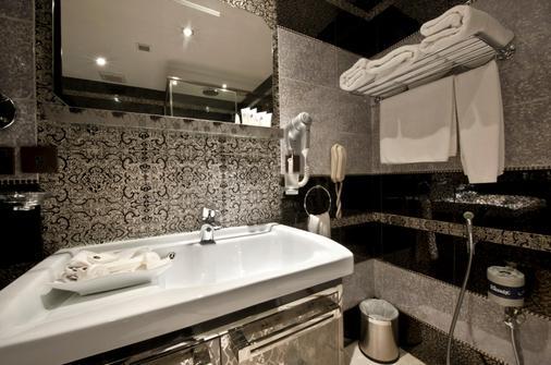 瓦哈皇宫酒店 - 利雅德 - 浴室