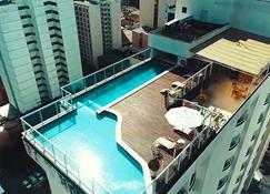 胜利套房酒店 - 茹伊斯迪福拉 - 游泳池