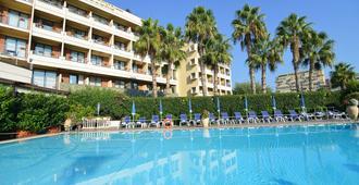 尼都诺酒店 - 卡塔尼亚 - 游泳池