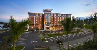 迈阿密机场坎布里亚酒店 - 蓝色泻湖 - 迈阿密