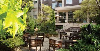 布达佩斯阿迪纳公寓酒店 - 布达佩斯 - 露台