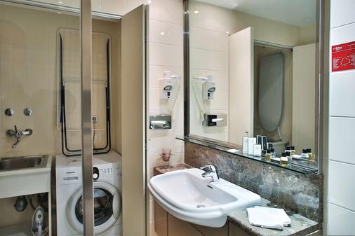 布达佩斯阿迪纳公寓酒店 - 布达佩斯 - 浴室