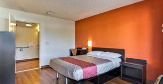 艾姆巴克德拉欧克兰6号汽车旅馆 - 奥克兰 - 睡房