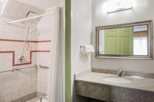 班戈速8酒店 - 班戈 - 浴室