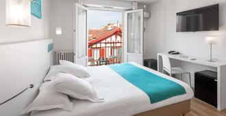 贝斯特韦斯特科马里酒店 - 比亚里茨 - 睡房