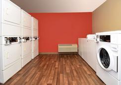 切萨皮克美国长住酒店 - 克罗斯韦斯大道 - 切萨皮克 - 洗衣设备