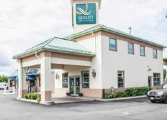 迦纳诺魁千岛优质套房酒店 - 加纳诺克 - 建筑