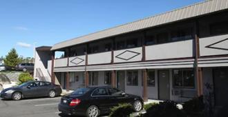 机场停车场西塔旅馆 - 锡塔克 - 建筑