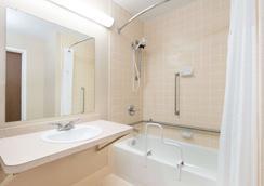 吉列戴斯酒店 - 吉列 - 浴室