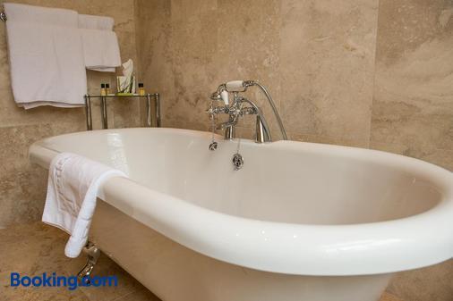 德威克利夫豪尔酒店 - 特伦特河畔伯顿 - 浴室