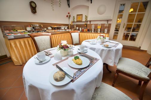 康斯坦斯精品酒店 - 布拉格 - 自助餐